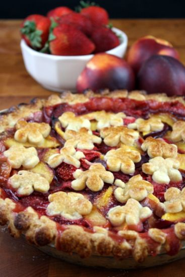 Strawberry Nectarine Pie | The Kitchen Paper