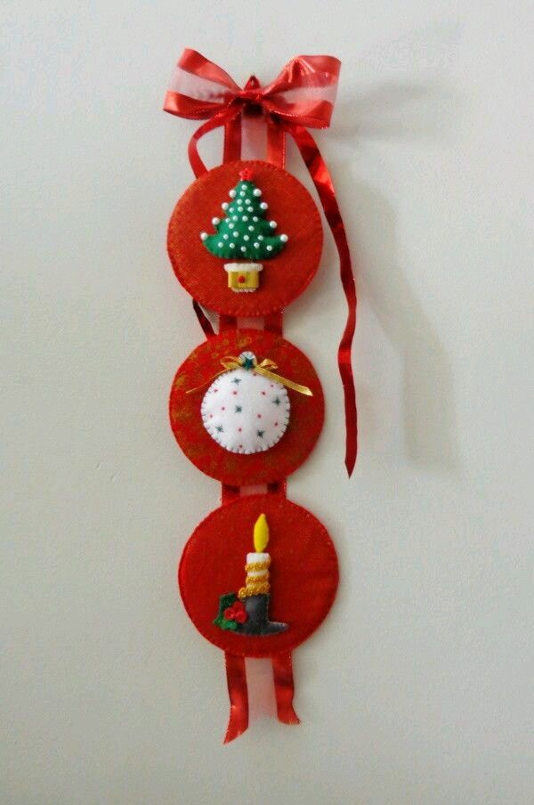 Crea infinidad de adornos navideños usando como base viejos CDs que tengas a mano y que estas a punto de desechar. Lo único que debes hacer...