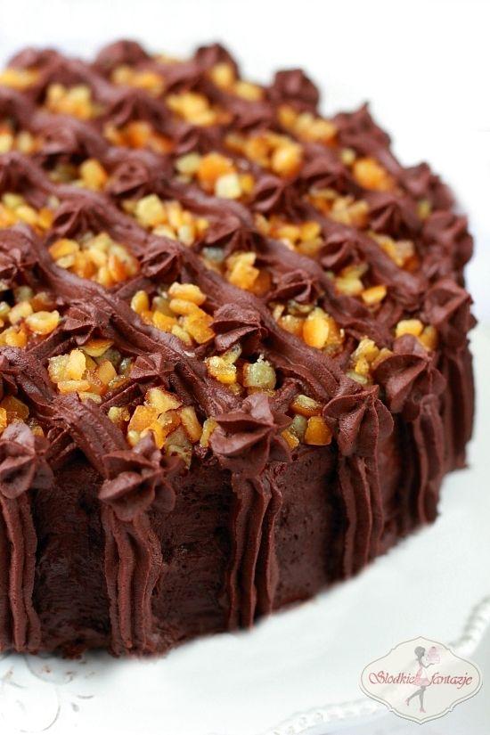 Pyszny tort czekoladowo-pomarańczowy, w sam raz na Walentynki.