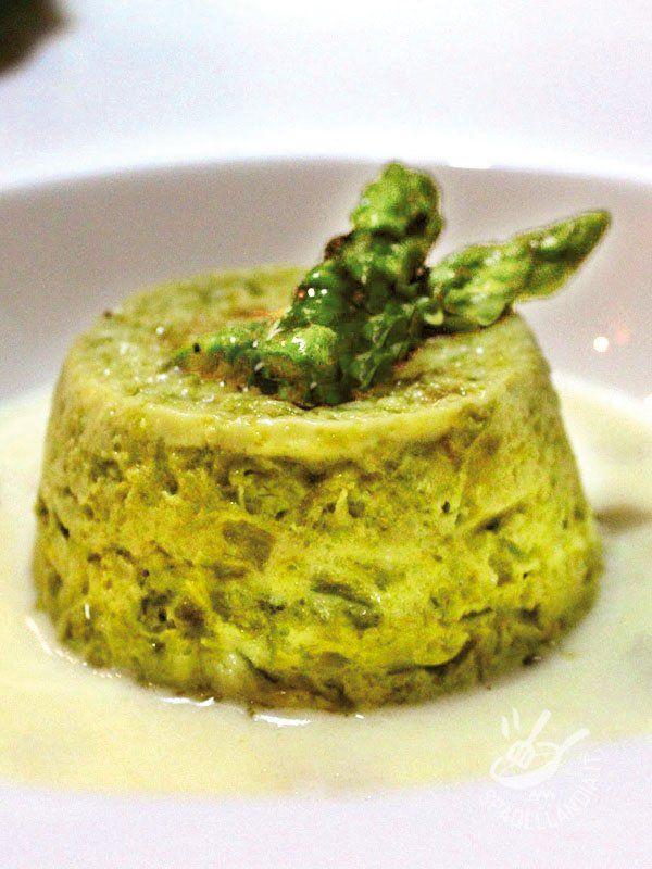 Asparagus flan - Flan di asparagi: ecco una ricetta delicatissima, che stupirà i vostri ospiti per la sua soffice golosità. Servitelo tiepido: è ancora più buono!