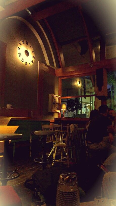 Hanging out with some friends at Ora #cafe #bar