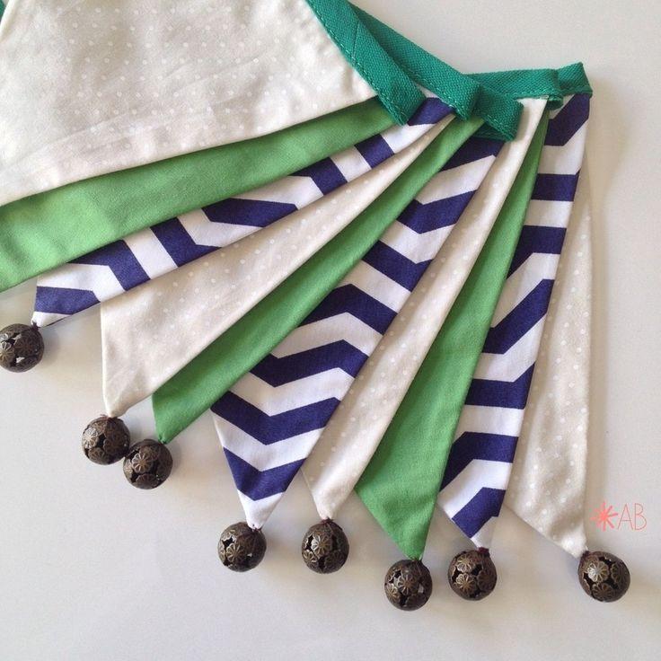 Bandeirola de Tecido Combinação Verde Bandeira e Azul Marinho para decoração de quarto infantil e festa infantil.