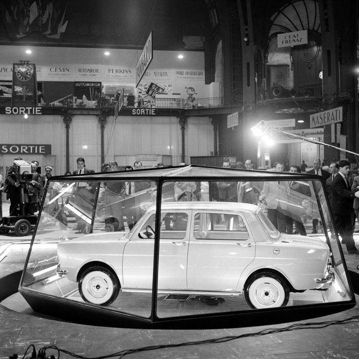 1961 dernier salon au grand palais simca 1000 en vitrine for Porte de versailles salon parking