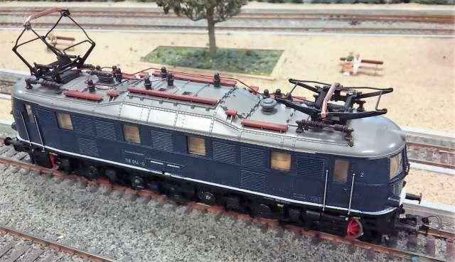 . Locomotora el�ctrica tipo 1 Do 1  clase 118 de los ferrocarriles alemanes DB, �poca IV. Reproducci�n de elevado detalle del modelo 118 014-0 en escala H0 y corriente continua hecho en Austria por Roco. Luces seg�n direcci�n.Como nueva y con decoder ESU 4.