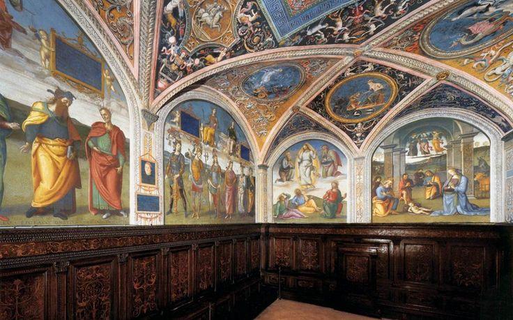 9. Nobile Collegio del Cambio  Verscholen achter een klein deurtje in Corso Vannucci, de hoofdstraat van Perugia, vind je het unieke Nobile Collegio del Cambio, het voormalige 'kantoor' van het gilde van de valutahandelaren. De zalen zijn ongelooflijk rijk gedecoreerd met fraai houtsnijwerk en fresco's van onder andere de grote schilder Pietro Vannucci, beter bekend als Perugino.