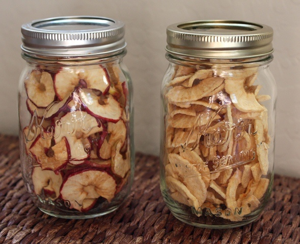 Barefeet In The Kitchen: Dehydrated Apples.. I like to sprinkle mine with cinnamon... yum