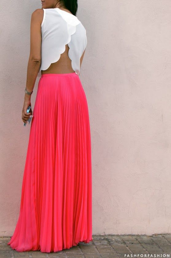 Maxi skirt with a scalloped crop top, cute for Spring/Summer!