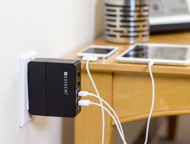You need not carry separate charging bricks for all your tech accessories once you have the Satechi 4-Port USB Charger.