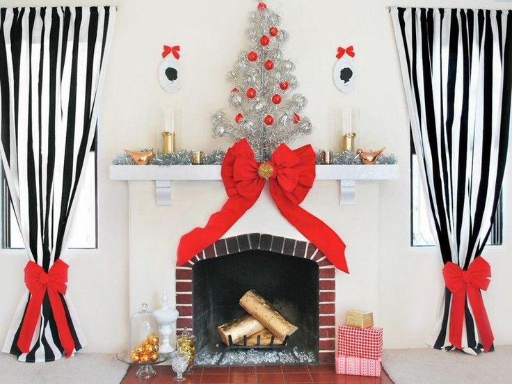 Weihnachtsbaum In Rot Und Silber   Den Kaminsims Dekorieren