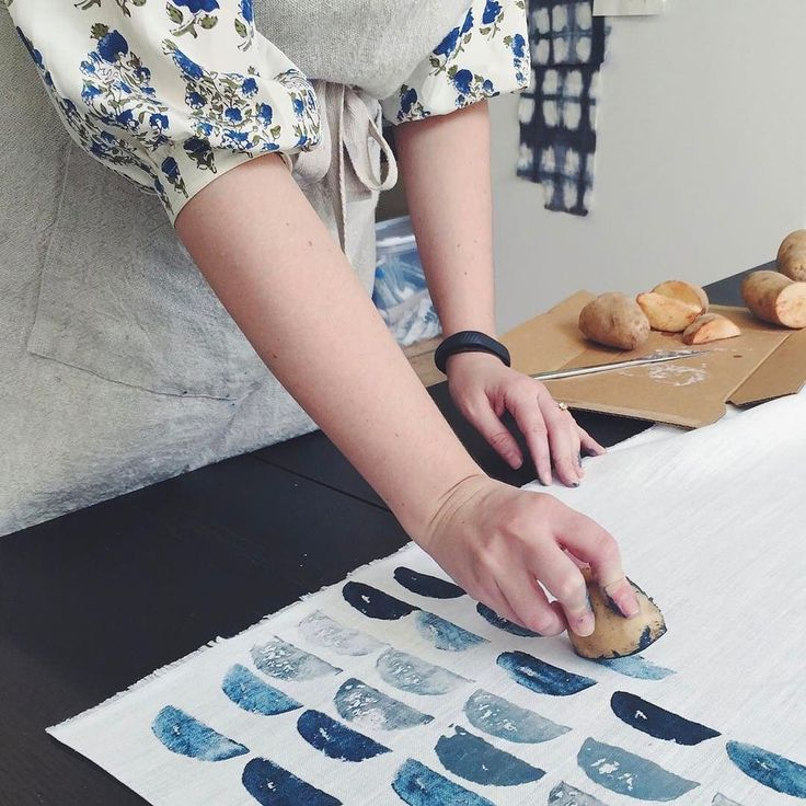 Today on The Fold: how Rebecca made @em_henderson custom artwork for her home. It's as simple as some potatoes paint and fabric. We share a couple ways to get the look. Link in bio. #rebeccaatwood #inthestudio #emilyhenderson