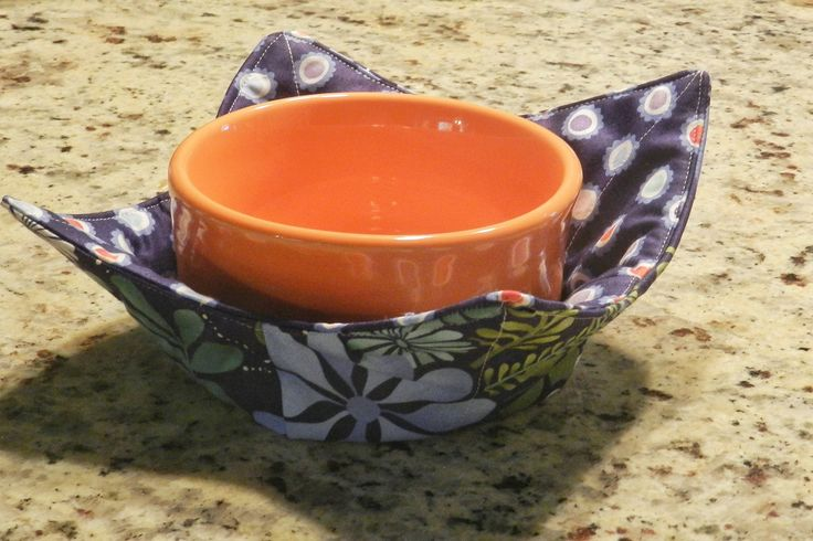 Microwave Bowl Pot Holder  http://www.seamshappy.com/2012/08/13/microwave-bowl-pot-holder/#