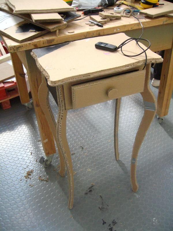 Восхитительный столик с шухлядкой из картона