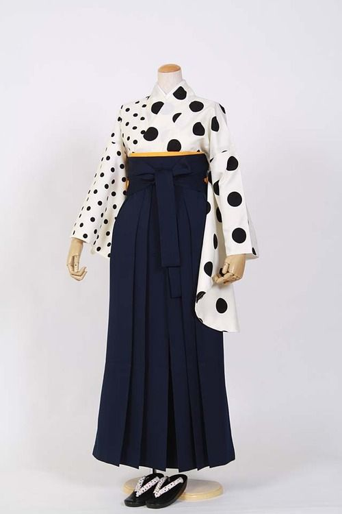 Polka dot hakama graduation outfit. Doesn't it look cute…