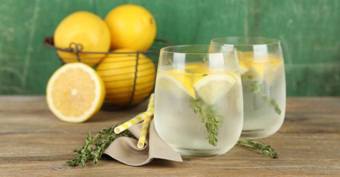 Recette de Eau citronnée détox pour perdre du poids. Facile et rapide à réaliser, goûteuse et diététique. Ingrédients, préparation et recettes associées.