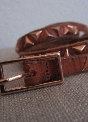 Kaufe meinen Artikel bei #Kleiderkreisel http://www.kleiderkreisel.de/accessoires/gurtel/138129990-nieten-gurtel-fur-die-taille-rose-von-mango