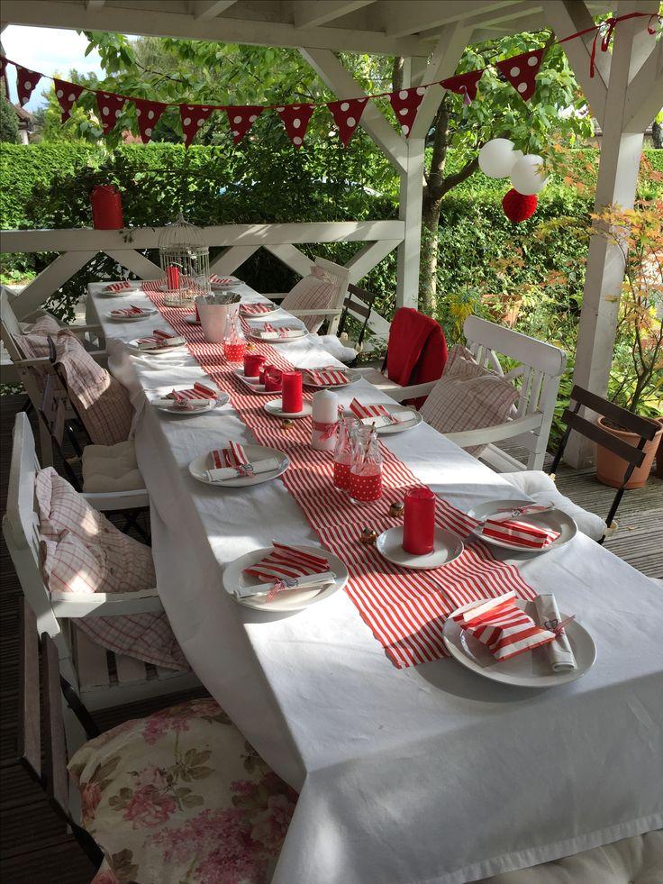 Rot wei deko tischdeko pinterest rot tischlein for Dekoration in rot