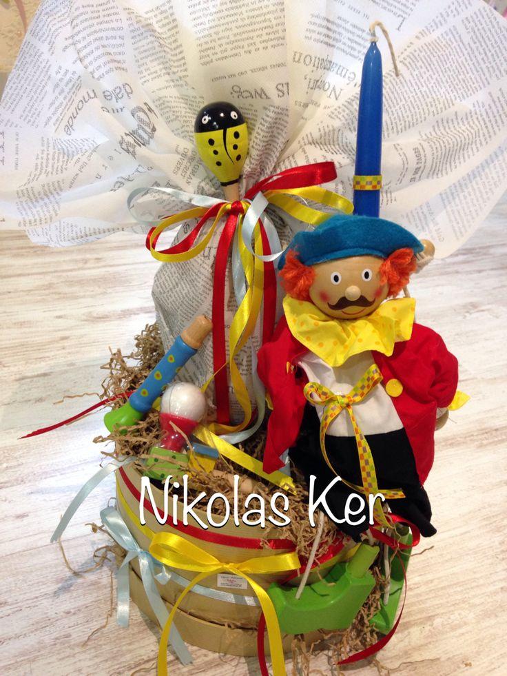 Πασχαλινό κουτί με λαμπάδα μαριονέτα & ξύλινα παιχνίδια. Περιέχει σοκολατένιο αυγό. www.nikolas-ker.gr