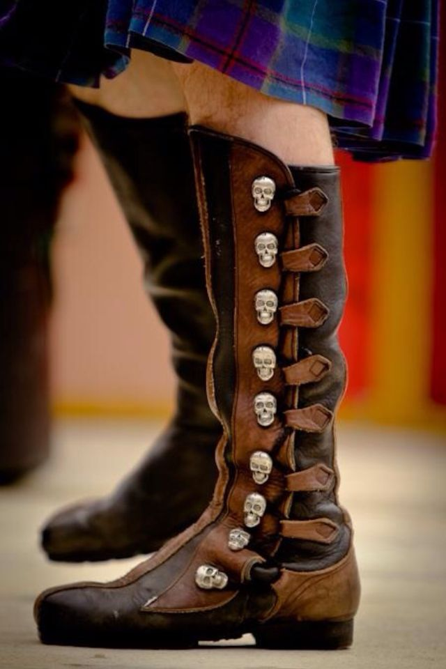 nice boots, but would prefer them without the skulls