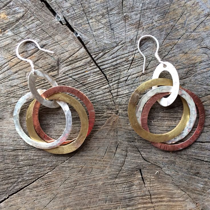 Silver, copper & bronce earrings :: Caro Fischer :: Joyería Contempránea de Autor :: Contemporary Handcrafted Jewelry