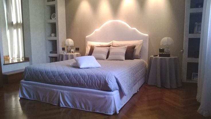 Elegante struttura letto creata a disegno, con misure e tessuto scelto dalla cliente
