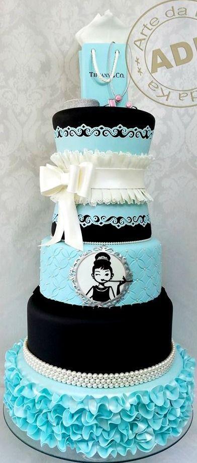 :) Breakfast at Tiffany's Cake   Más en https://lomejordelaweb.es/