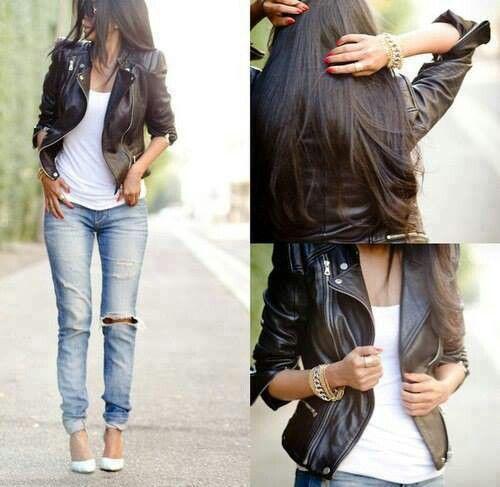 "La ragazza porta i jeans blu come ""boy-friend,"" una camicia bianca,  una giacca di pelle nera, e tacchi bianchi."