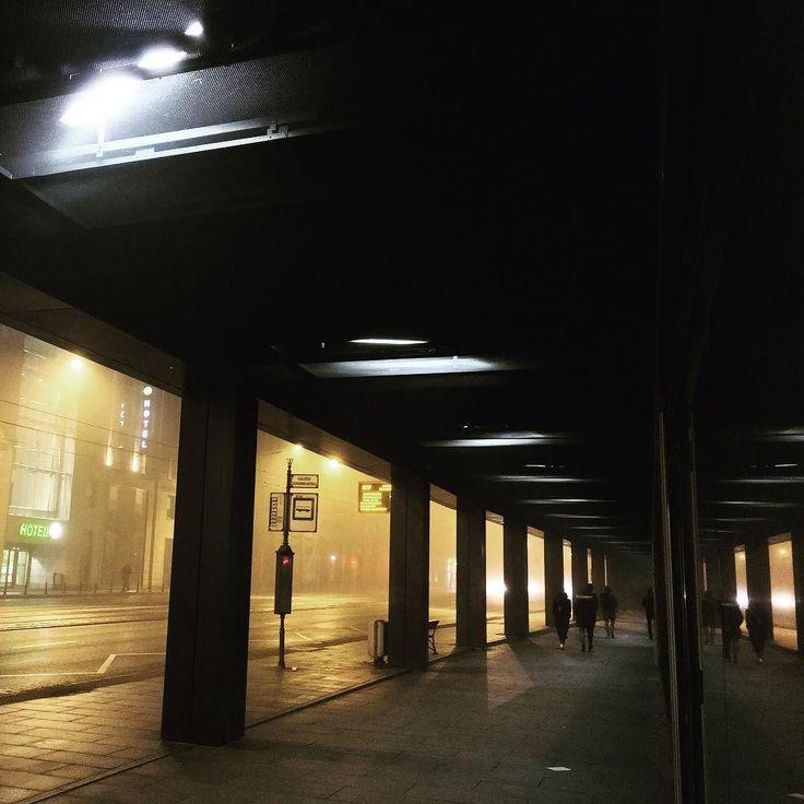 #wroclove #wroclaw #nightshot #fog #incity #aloneinthedark @awfilmfoto @makeover_studio_lena_szulc #wroclaw