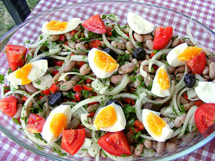 The barbunya beans kept their purple tint and their freshness gave a slightly different taste and texture to this Turkish recipe for the meze, piyaz salad