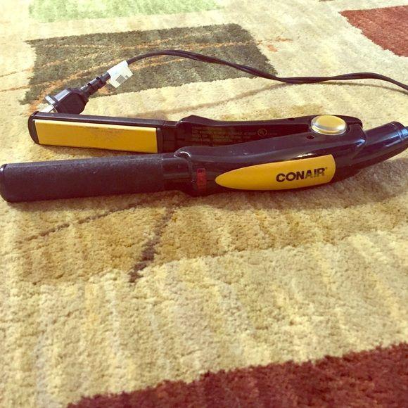 Conair hair straightener Like new Conair hair straightener EUC Accessories