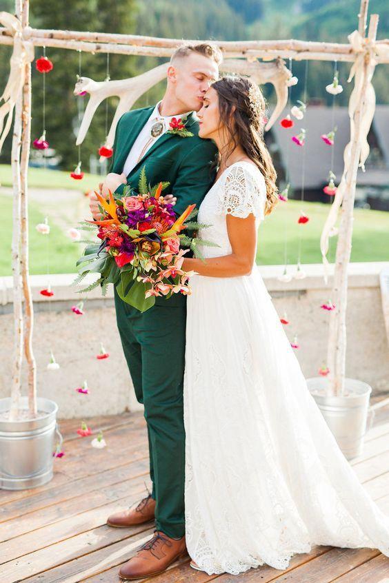 28 Elegante Hochzeitsideen aus Smaragd und Kupfer   – ModeKreativ – Hochzeitkleid
