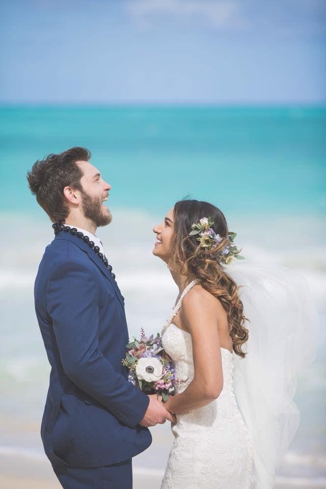 ビーチウェディング🐚🏖 . DeidraとJustinはビーチで 永遠の…