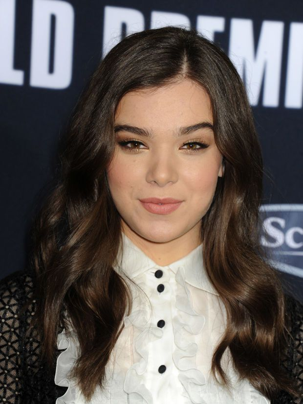 Hailee Steinfeld at the 2015 premiere of 'Pitch Perfect 2'. http://beautyeditor.ca/2015/05/14/pitch-perfect-2-hair