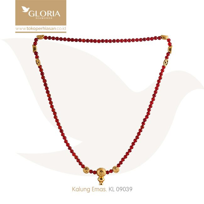 Kalung Tali Butiran Merah Kecil Variasi Hiasan Emas Bentuk Botol Arak. #goldnecklace #necklace #goldstuff #gold #goldjewelry #jewelry #perhiasanemas #kalungemas #tokoperhiasan #tokoemas