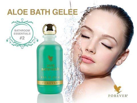 Egyedülálló fürdő- és tusolózselé, stabilizált aloe vera zselével és európai gyógynövény-összetevőkkel. A fürdés szívderítő élménnyé válik. A fürdővízben vagy tusolás alatt az Aloe Bath Gelée elmulasztja a fáradtságot, a bőrt lággyá, simává teszi. http://360000339313.fbo.foreverliving.com/page/products/all-products/7-personal-care/014/hun/hu Segítsünk? gaboka@flp.com Vedd meg: https://www.flpshop.hu/customers/recommend/load?id=ZmxwXzE4MTAx