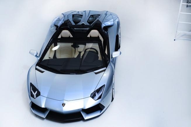 2013 Lamborghini Aventador LP700-4 Roadster - real life Mach 5!!!