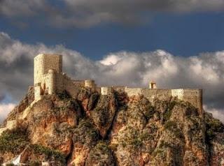 CASTLES OF SPAIN - El castillo árabe de Olvera (Provincia de   Cádiz, España) fue construido a finales del siglo XII, formando parte   del sistema defensivo del reino nazarí de Granada.La factura que hoy   conocemos presenta, sin embargo, evidentes rasgos cristianos en su   construcción, producto de sucesivas remodelaciones que hubo de   sufrir el Castillo desde su toma por las tropas castellanas.