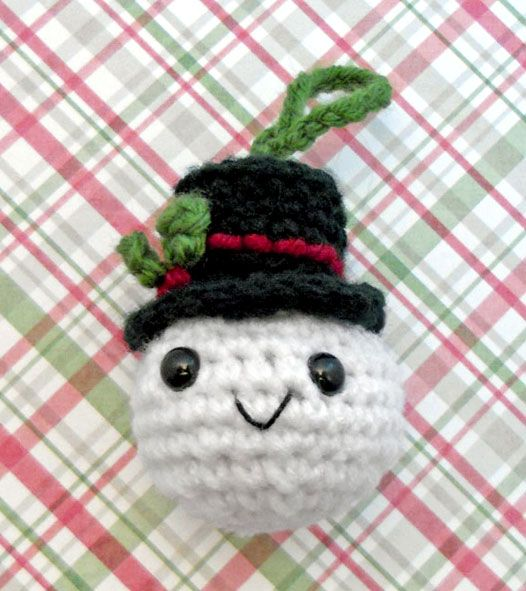Free Snowball Christmas Ornament crochet pattern.