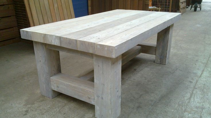 Eettafel van steigerhout. tafelblad helemaal in verstek gemaakt waardoor er een dik en robuust tafelblad ontstaat. Iets voor u? Neem contact met ons op en wij bespreken uw wensen en ideeën. #hout #steigerhout #landelijk