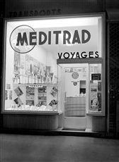 Agence de voyage Meditrad, boulevard Haussmann. Paris, août 1952.