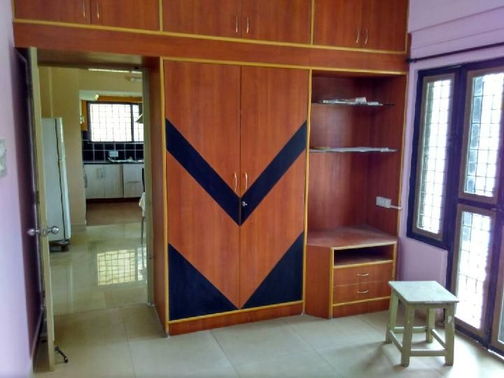 House for Rent in Hebbal Kempapura  Find House for Rent in Hebbal Kempapura, Bangalore with gardening view and spacious bedroom. 24hr water supply and lift facility available. Browse the category and find your dream home with Nobroker.