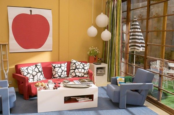 "And perhaps an Almodóvar living room too? (From the set of ""Abrazos Rotos"") I die so bad for this!"