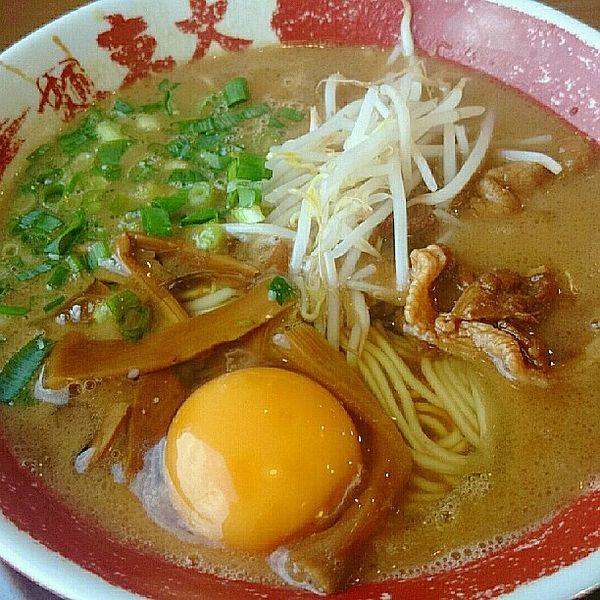 徳島の味東大のラーメン甘辛豚骨醤油のスープがうまい