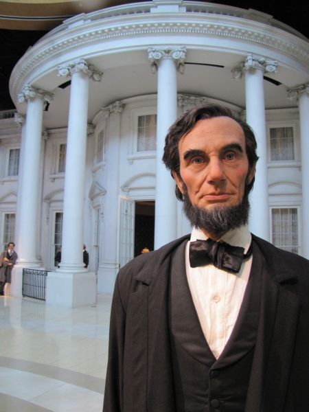 Abraham Lincoln outside of the White House in the Plaza