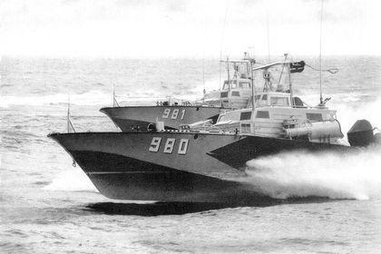 KTS-Boote vom Typ Libelle in Formation - Bild: Seemann. DDR