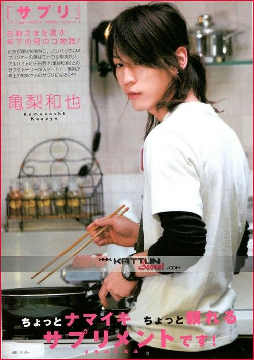 Kamenashi Kazuya. Hot guy in the kitchen. Hells yeah.