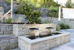 Das terrassenförmig angelegte Gartenporträt, Gartenplanung, Schwimmteich, Naturgarten … / #bru …