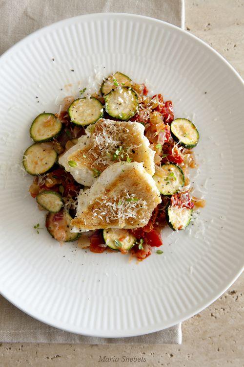 Рыба с овощным соусом и пекорино