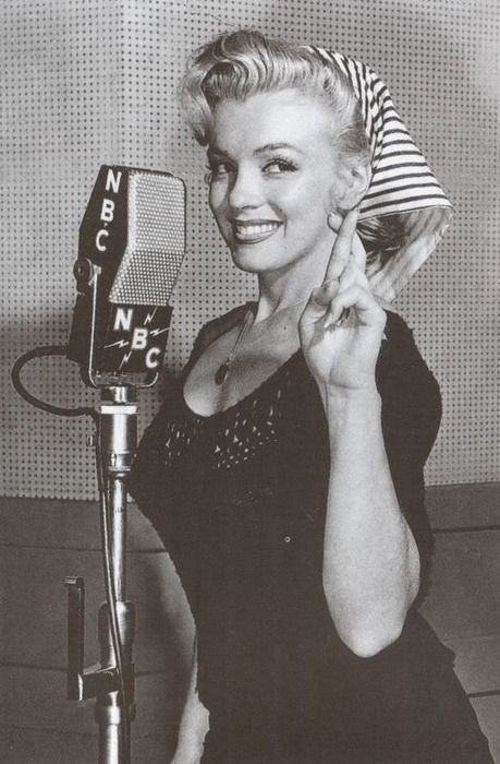 Marilyn Monroe... What an Icon! Love this pic of her at NBC studio's!