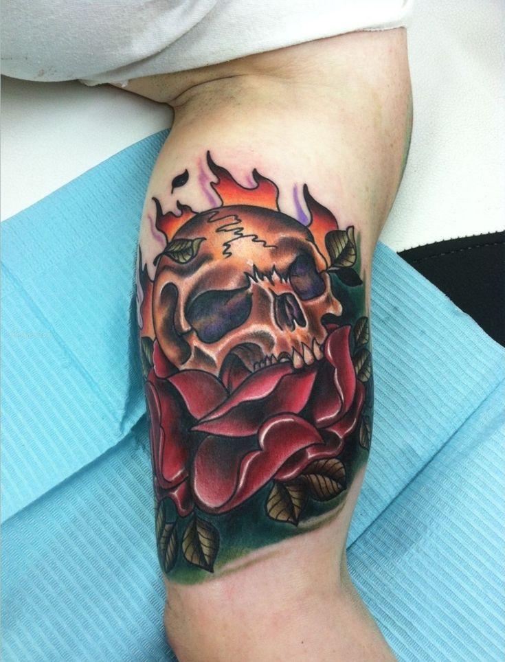 Tattoo Am Oberarm