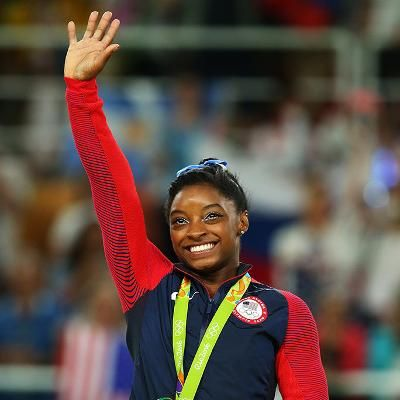 Hot: Olympic Gymnast Simone Biles Finally Gets a Kiss from Her Longtime Crush Zac Efron